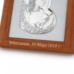 obrazek srebrny w drewnie z grawerem na prezent komunijny dla dziewczynki